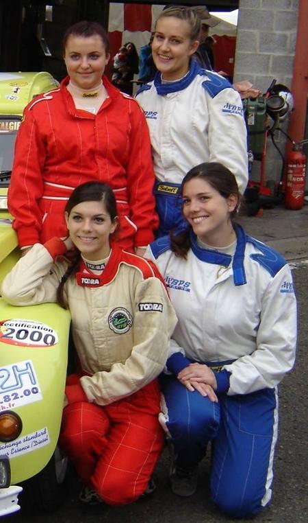 équipage féminin 2CV